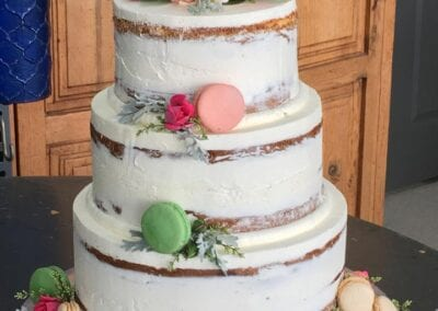 Naked-Wedding-Cake-with-French-Macaroons